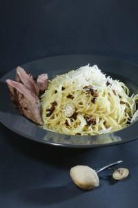Spaghetti mit langstieligem Knoblauchschwindling